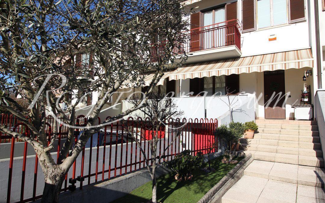 Gazzada Schianno – Villetta a schiera con giardino privato