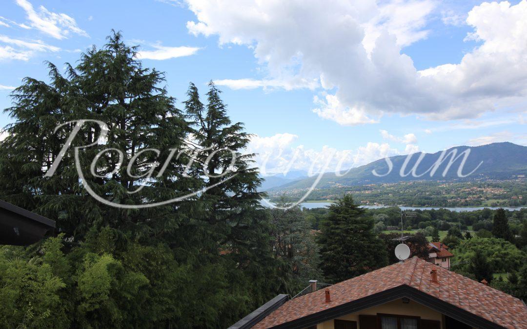Azzate – Mansarda vista lago con posto auto di proprietà